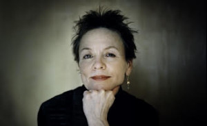 Laurie Anderson wide headshot