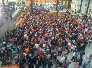 Brighton Station overcrowding by Mark Lee on Twitter