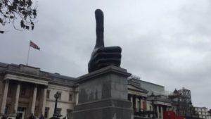 thumbs-up-in-trafalgar-square