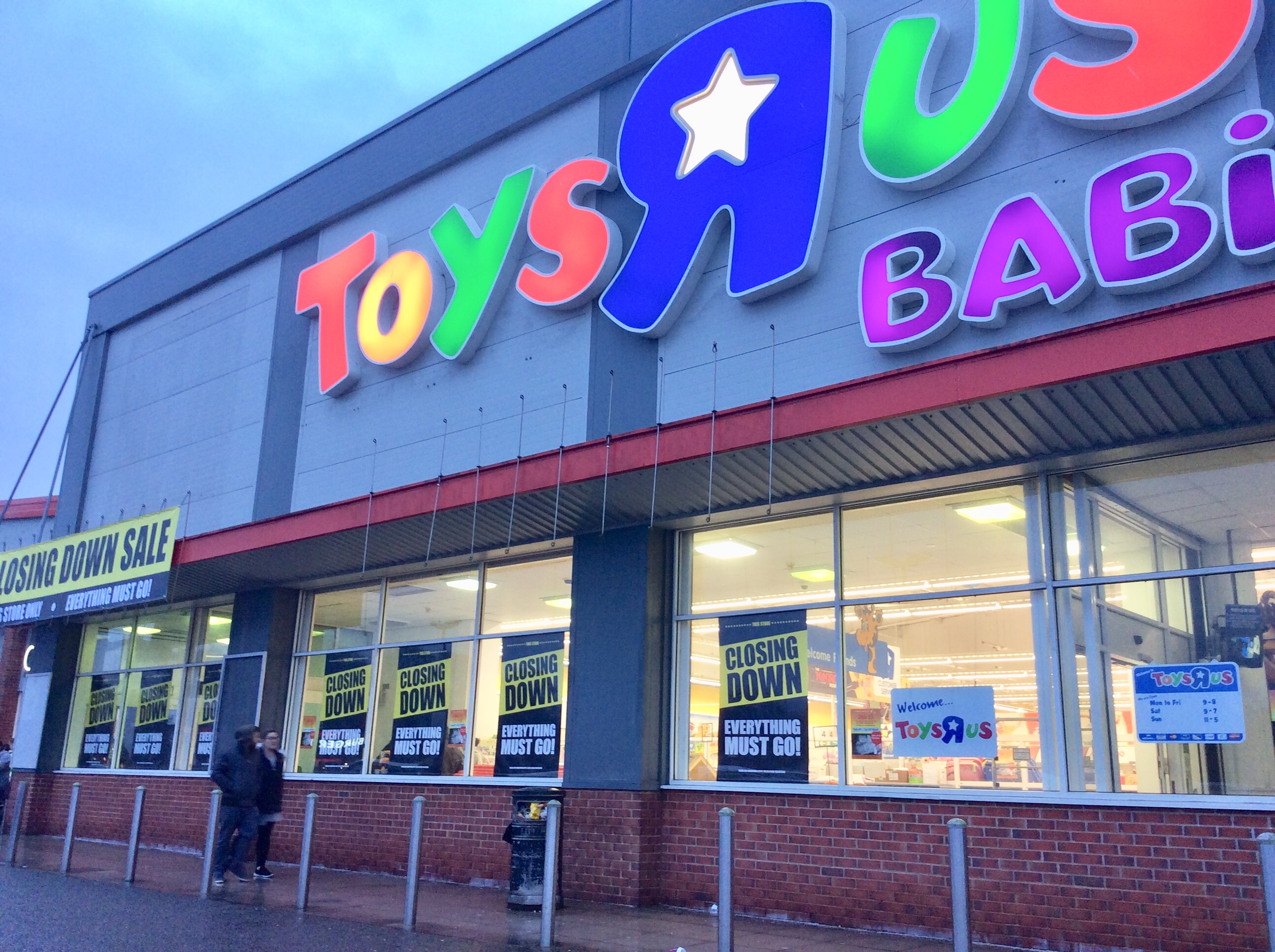 brighton and hove news toys r us in hove to close within weeks