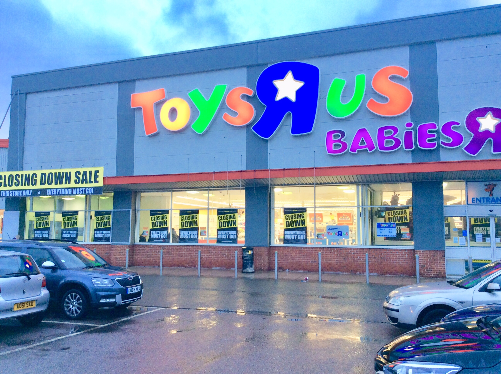 Toyr R Us : Brighton and hove news toys r us in to close within