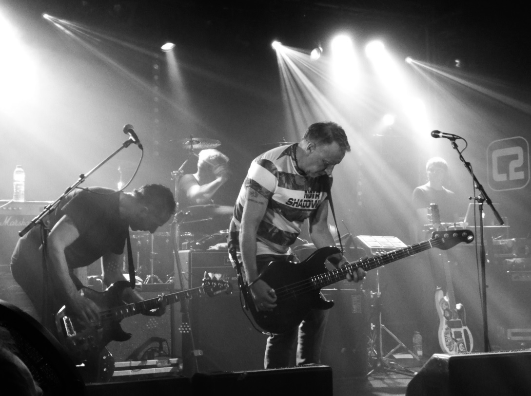 Peter Hook entertains with 30 tune set in Brighton